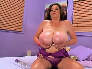 Brunette Bbw MILF With Huge Boobs Teasing Free Hd Porn 7a